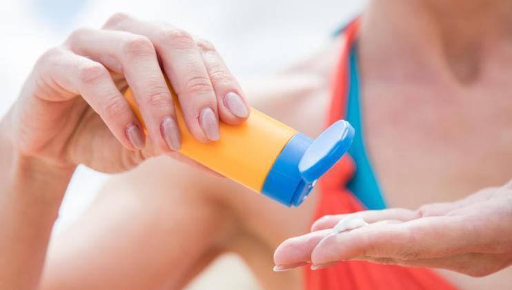 الصحة الجلدية: 3 علاجات لا غنى لكِ عنها في الصيف