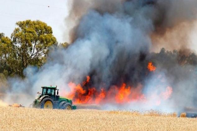 اندلاع حريق كبير في غلاف غزة