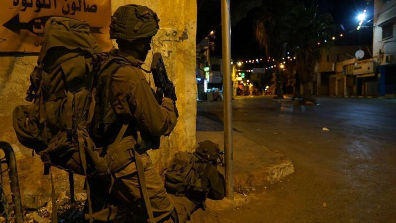 الاحتلال يعتقل مواطنين من الضفة الغربية