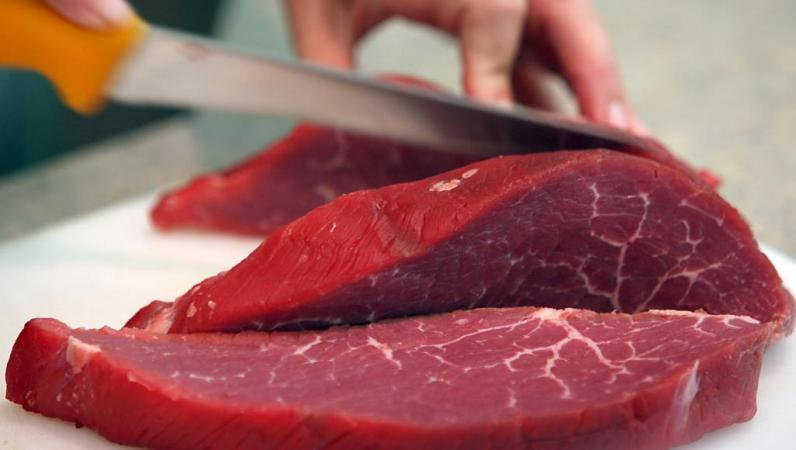 خفض تناول اللحوم الحمراء قد يقلل من خطر الوفاة المبكرة