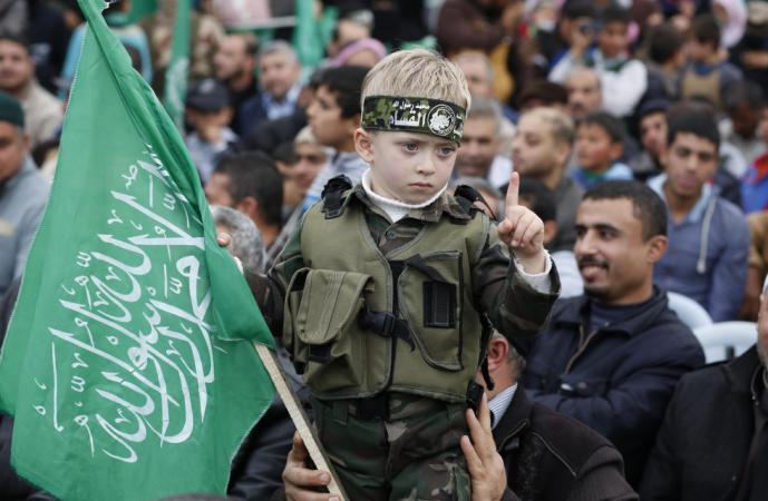 حماس: جمعة حرق العلم للرد على بعض العواصم العربية والإسلامية