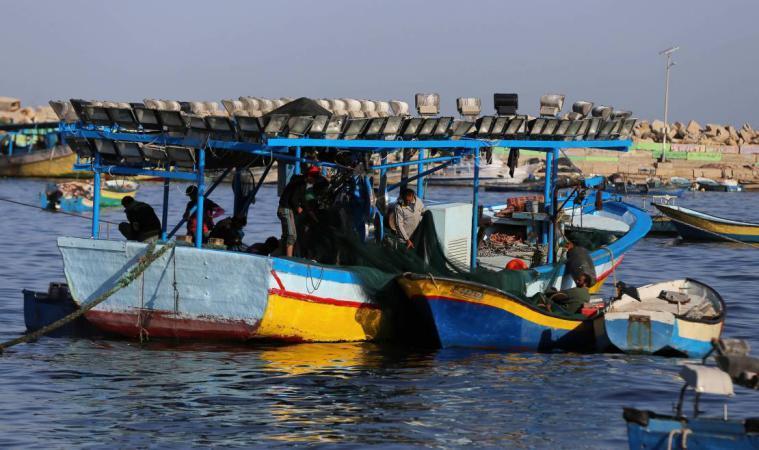الاحتلال يقرر اعادة 17 قاربا لصيادي غزة