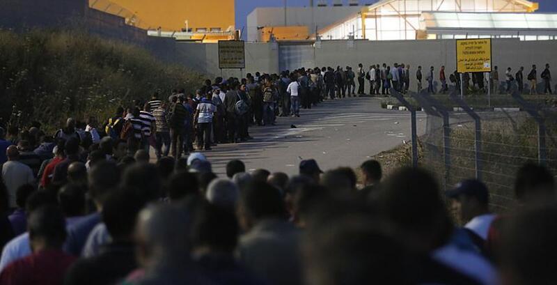 أبو جيش: إسرائيل تسرق 30 مليار شيقل من حقوق عمال فلسطين