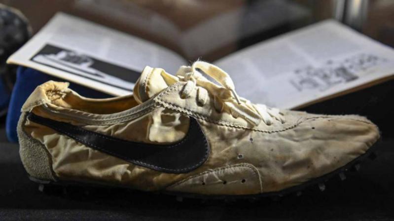 بيع زوج من حذاء NIKE بنصف مليون دولار في مزاد علني !