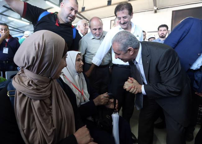 رئيس الوزراء: حكومتي تريد نيل رضا المواطن (صور)