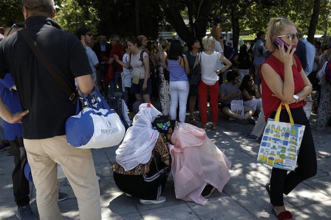 صور | رعب في العاصمة اليونانية أثينا بعد زلزال قوي