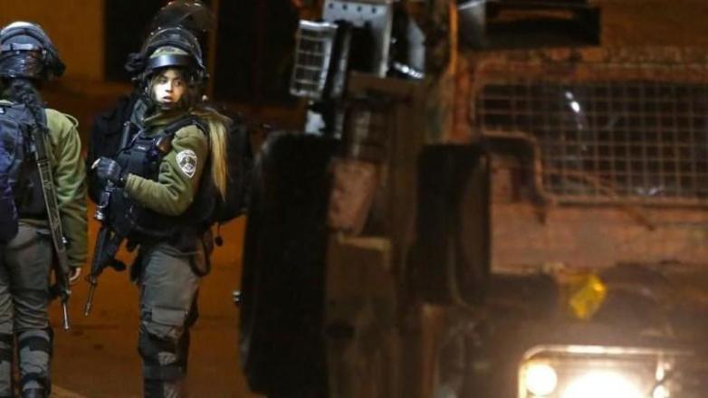 الاحتلال يعتقل شابين من جبل المكبر بالقدس