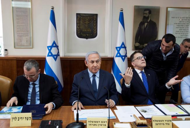 هكذا سيحاول الكابينت التخفيف الاقتصادي عن السلطة الفلسطينية خوفا من انهيارها