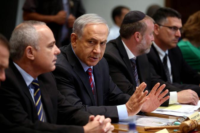 غانتس يهاجم الحكومة الإسرائيلية ويهدد حماس