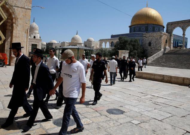 600 مستوطن اقتحموا قرية كفل حارس بحماية قوات الاحتلال