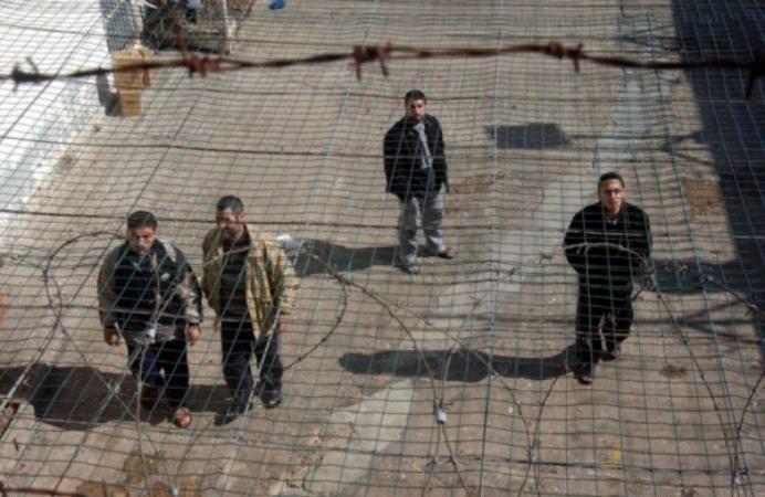 6 أسرى يواصلون الإضراب المفتوح عن الطعام