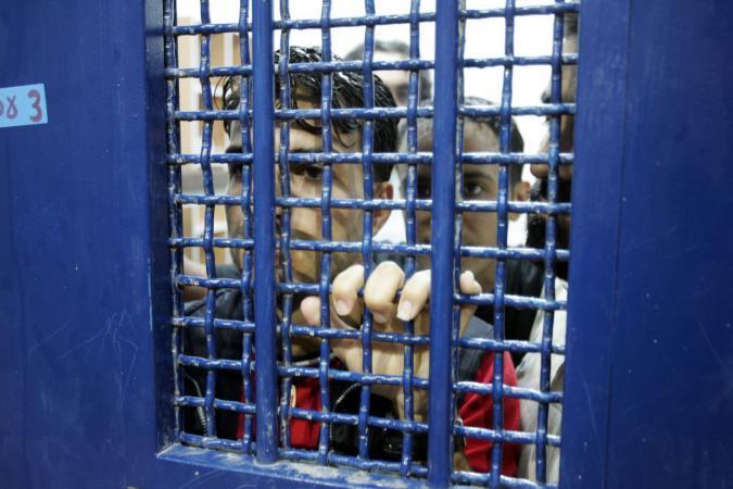 """الاحتلال ينقل الأسير """"البنا"""" إلى مستشفى سوروكا"""