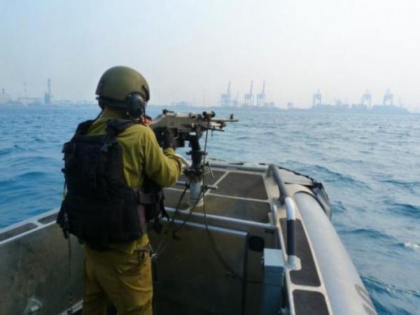 زوارق الاحتلال تطلق نيرانها تجاه مراكب الصيادين شمال قطاع غزة
