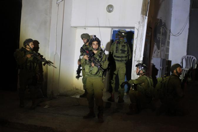 قوات الاحتلال تعتقل 11 فلسطينيا بالضفة والقدس