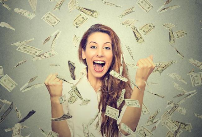 أول سيدة بالعالم ستتجاوز ثروتها 100 مليار دولار؟