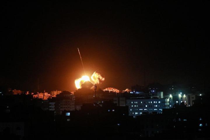 طائرات الاحتلال الإسرائيلي تقصف موقعاً للمقاومة شمال قطاع غزة