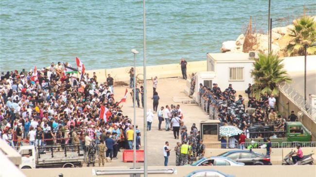 تظاهرات للفلسطينيين أمام سفارة كندا لفتح باب اللجوء