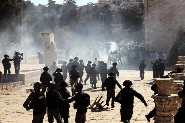 حماس: العدوان على المسجد الأقصى كفيل بتفجير الأوضاع