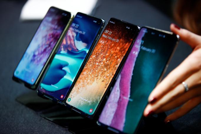 """مواصفات هواتف """"غالاكسي"""" الجديدة.. تسريبات تسبق مؤتمر سامسونغ"""