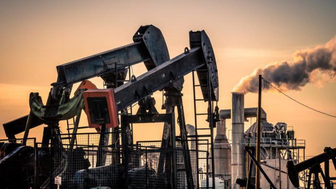 انخفاض مخزونات النفط الأميركية مع زيادة مصافي التكرير الإنتاج