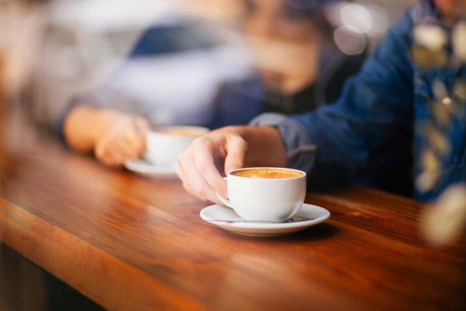 خدعوك فقالوا: تناول القهوة قبل النوم مباشرة يسبب الأرق