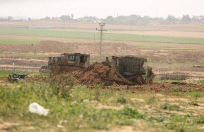 آليات الاحتلال تتوغل شرق خانيونس وأعمال تجريف وإطلاق نار