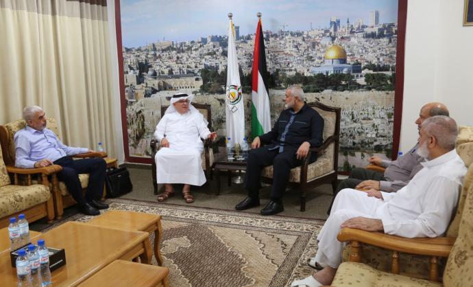 هنية وقيادات حماس يجتمعون مع السفير العمادي في غزة (صور)