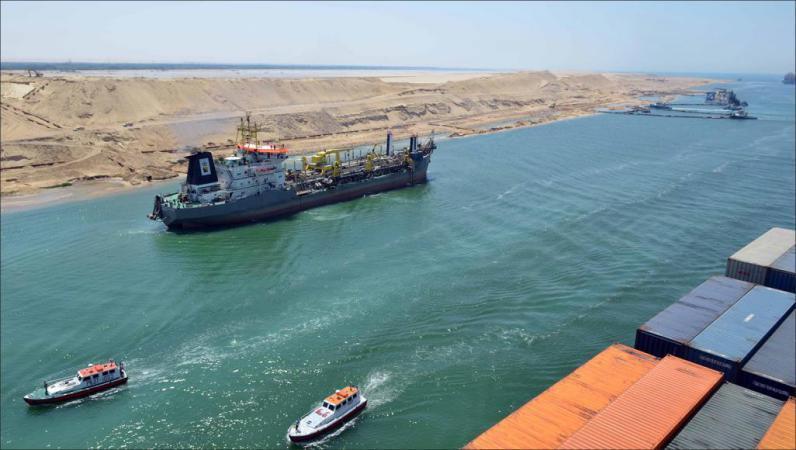 """""""قناة السويس"""" تسجل رقما قياسيا بأكبر عبور للسفن"""