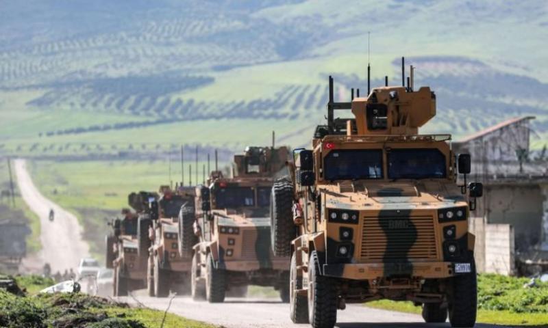 أول تعليق لأنقرة وواشنطن بعد قصف قوات الأسد رتلاً تركياً (فيديو)