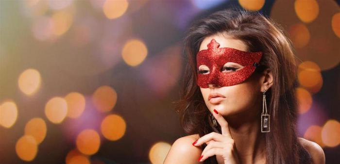 نجمة مصرية شهيرة ضمن قائمة أجمل 100 وجه في العالم