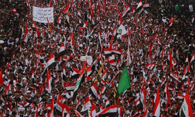 العراقيون يتدفقون لتنظيم أكبر احتجاج منذ سنوات