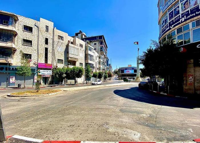 شاهد شوارع مدينة رام الله فارغة في ظل انتشار فيروس كورونا