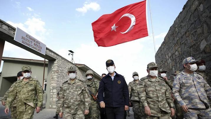 وزير الدفاع التركي يتوجه إلى أذربيجان برفقة رئيس الأركان