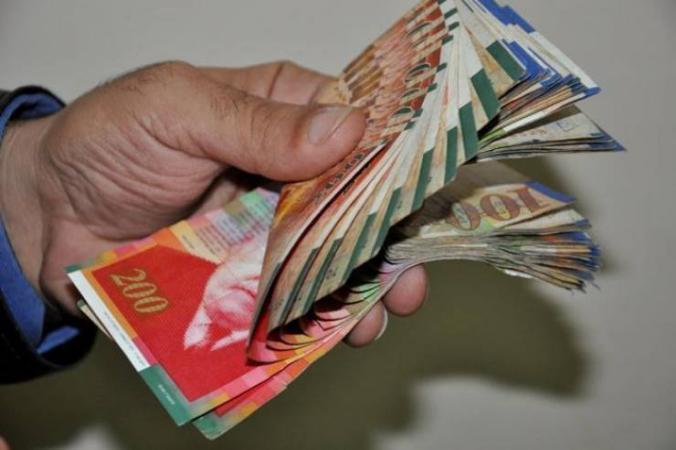 الحكومة: ننتظر تقرير وزير المالية حول الإمكانيات المتاحة للرواتب