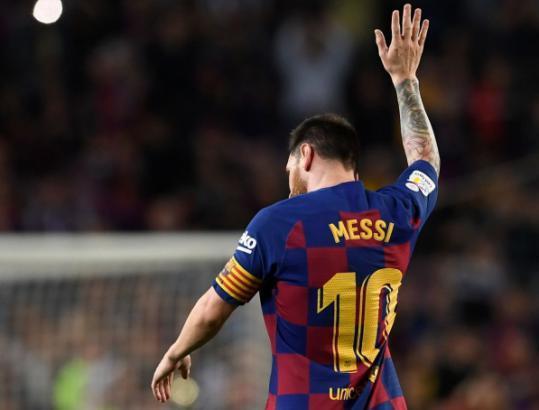 تقرير: ميسي يرفض الرد على اتصالات إدارة برشلونة