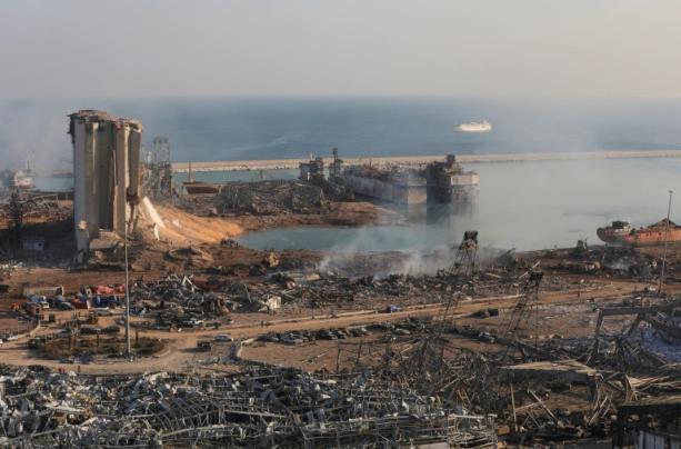 رويترز: مستندات سرية حذرت عون ودياب قبل انفجار المرفأ بأسبوعين