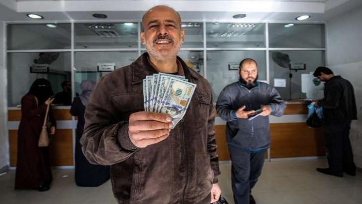 معاريف: إسرائيل نقلت رسالة لحماس بشأن الأموال القطرية