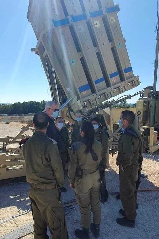 غانتس: لسنا مستعدين لقبول أي بالون أو انتهاك أمني من قطاع غزة