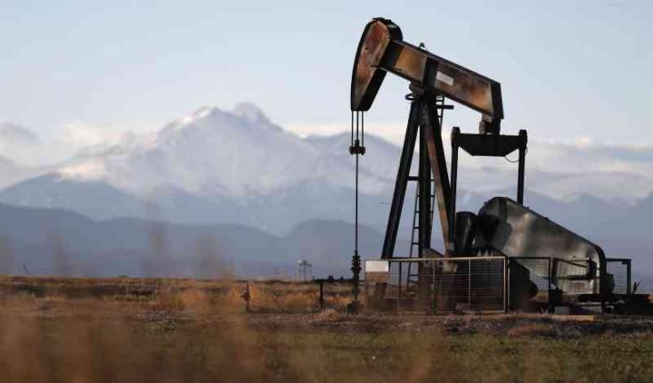 النفط يرتفع مع تنبؤ بعجز وعاصفة جديدة محتملة في خليج المكسيك