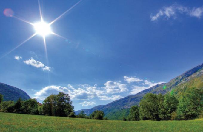 طقس اليوم : انخفاض درجات الحرارة وزخات متفرقة من الأمطار