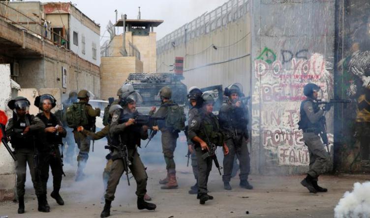 صحيفة عبرية: هكذا تحولت مشاهد الصراع والسلام بعد 20 سنة على الانتفاضة الثانية