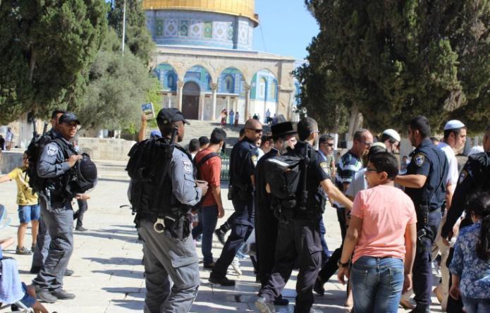 عشرات المستوطنين يقتحمون الأقصى بحراسة مشددة من الشرطة الإسرائيلية
