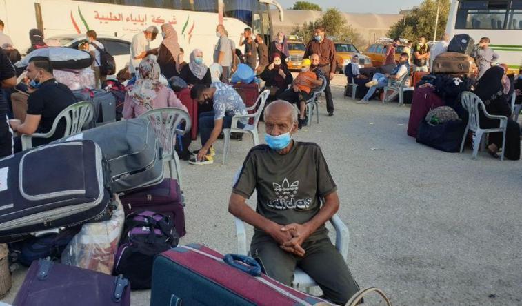 بدء مغادرة حافلات المسافرين في أول أيام فتح معبر رفح استثنائياً في الاتجاهين