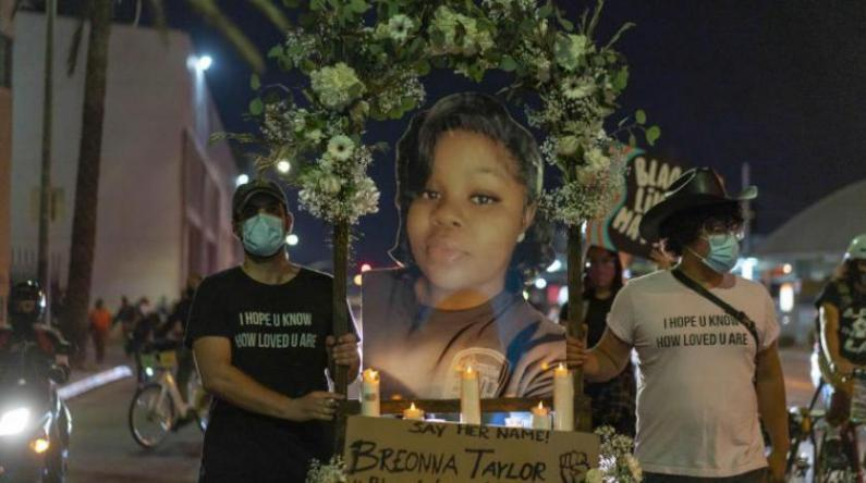 أمركيا.. إصابة شرطيين بالرصاص وسط احتجاجات على مقتل امرأة سوداء