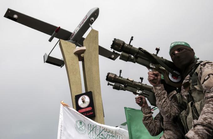 """شاهد: جيش الاحتلال ينشر فيديو يزعم فيه إسقاط طائرة مسيرة لـ """"حماس"""""""