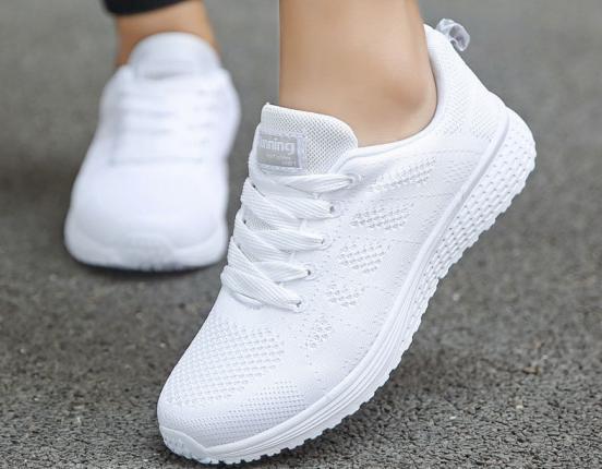 طرق بسيطة لتنظيف الحذاء الأبيض والحفاظ عليه من التلف