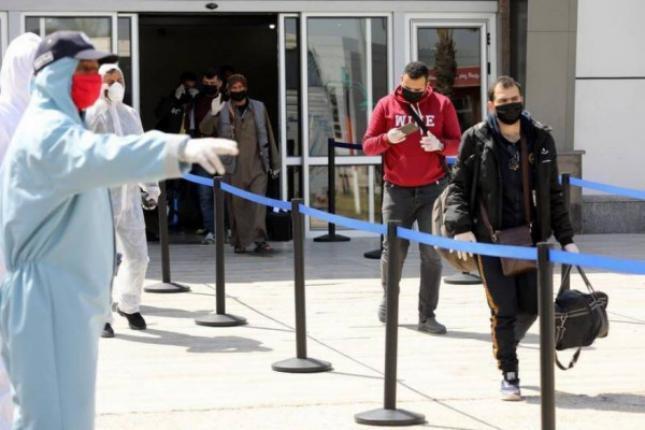 سفارة فلسطين بالقاهرة تصدر تنويهاً بشأن المواطنين العالقين بالخارج والراغبين بالعودة لغزة