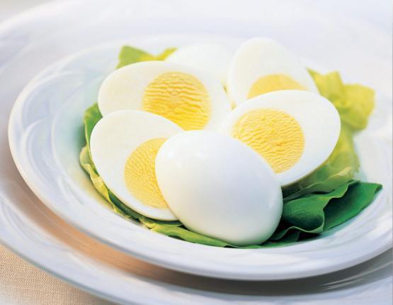 البيض على الفطور يخفض الوزن