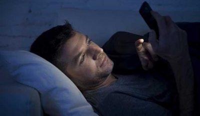 الحيوانات المنوية واستخدام الهواتف ليلا.. دراسة تكشف الخطر