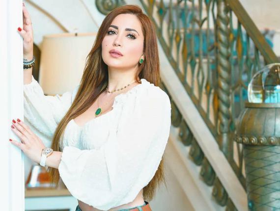 الفنانة نسرين طافش بإطلالة تبرز جمالها وأنوثتها! (شاهد)